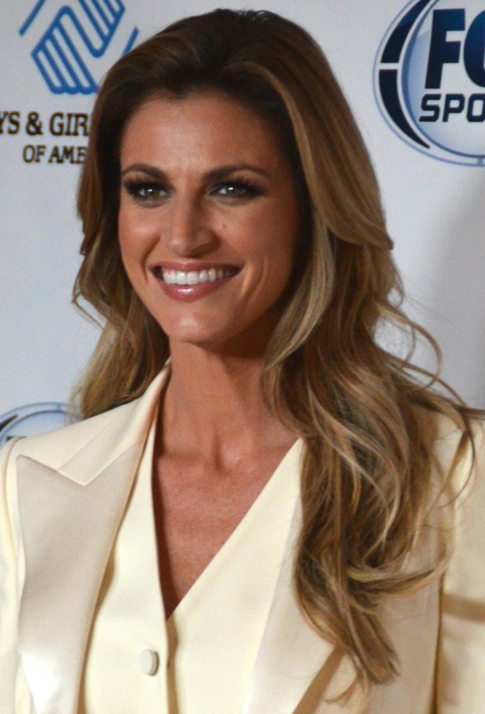 Erin Andrews To Host 2016 Cmt Music Awards With J J Watt