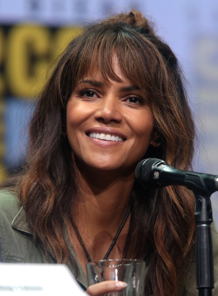 Halle Berry goes nude ...